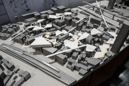 都市の中にアート空間を分散して配置させ、アートをより身近なものとしようとする案。(分散配置型) A plan to distribute art space in a city and try to make art more accessible. (Distributed arrangement type)
